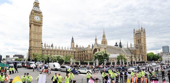 אנגליה לונדון שוטרים משטרה ביג בן  / צלם: רויטרס